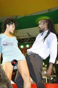 Rihanna in sexy legs and gorgeous Performs at Hope for Haiti in London - Jan 22 Foto 1748 (Рианна в сексуальных ног и великолепный выступает на Надежда на Гаити в Лондоне - 22 января Фото 1748)