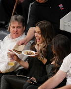 Sophia Bush - Jan 6th, at lakers vs Golden State Warriors in Los Angeles, CA X 2MQ's