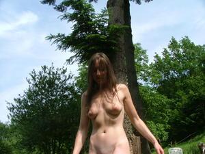 http://img228.imagevenue.com/loc418/th_559576802_ExhibFemmeAmatriceNueCochonne_Helenesalopebrunechxlongspetitsseinschattelisse010_123_418lo.JPG