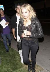 http://img228.imagevenue.com/loc502/th_677581966_ashley_benson_out_about_hollywood_may24_2_122_502lo.jpg