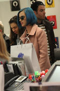Кэти Перри, фото 8311. Katy Perry shopping in Paris, march 6, foto 8311