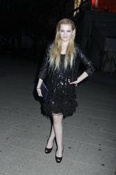 http://img228.imagevenue.com/loc570/th_139449623_AbigailBreslin_VanityFairParty_TribecaFF_270411_011_122_570lo.jpg