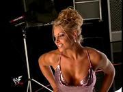 trish stratus cleavage